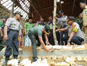 Dandim Sumenep Bersama Kapolres Sambangi Dusun Pao Jajar Pasongsongan untuk Berikan Bantuan pada Korban Puting Beliung