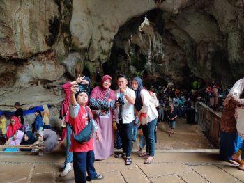 Ribuan Wisatawan Awali Tahun Baru 2020 di Gua Soekarno