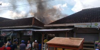 BreakingNews: Pasar Candi Sumenep Terbakar