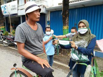 Peduli Sosial, Hairul Anwar Bagi-bagi Masker Gratis