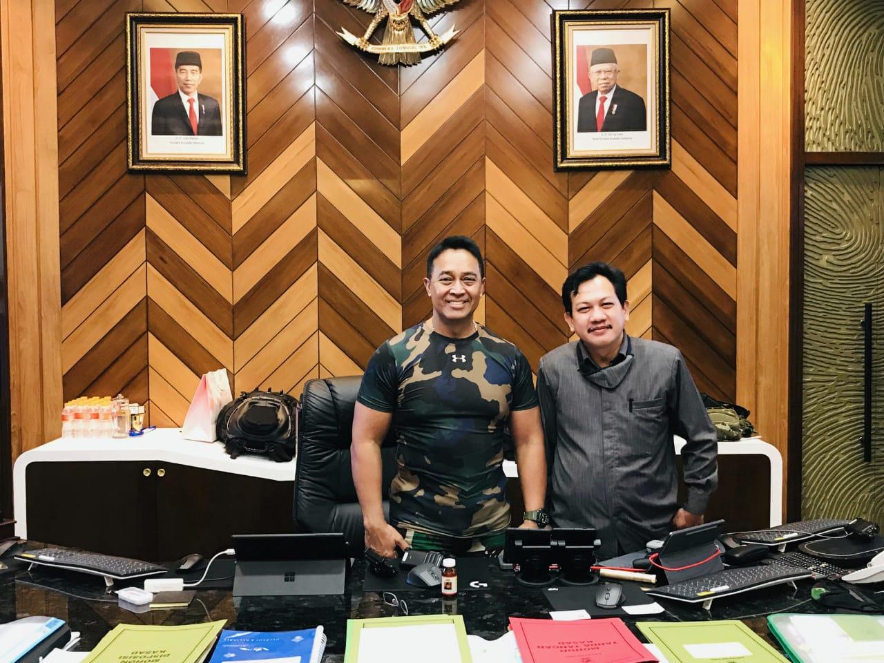 Kepala Staf TNI Angkatan Darat Jenderal Andika Perkasa PhD bersama Komandan Satgas Anticovid 19 Korps Yudha Putra Zulfikar Fuad