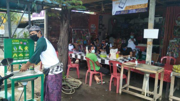 fasilitas CTPS disiapkan sebelum warga mengambil sembako di Buleleng e1608609058791