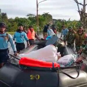 Tim Satgas Banjir Koarmada II, Distribusikan Sembako dan Evakuasi Korban Banjir Kalsel