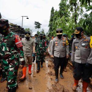 6 Korban Tanah Longsor Belum Ditemukan, Pangdam V dan Kapolda Jatim Tinjau Lokasi di Nganjuk