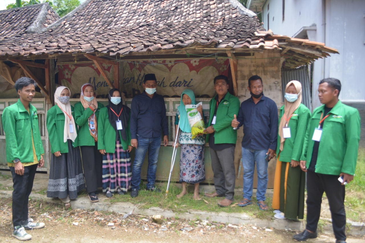 Peduli Sosial, KKN Kampus STAI AL-Hamidiyah Santuni Warga Lansia