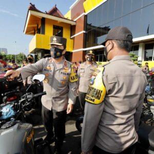 Dukung Kinerja Bhabinkantibmas, Kapolda Jatim Bagikan Ratusan Sepeda Motor