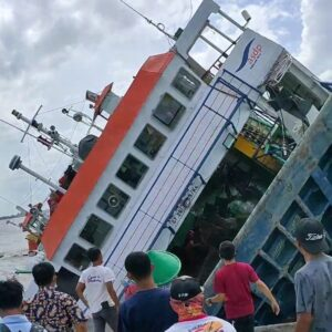Beredar Video Kapal Feri Terguling, Kejadiannya Ternyata di Kalbar