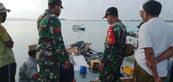Babinsa Sumenep Berhasil Evakuasi Korban Ledakan Kapal