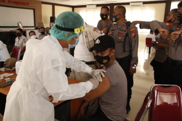 Polres Sumenep Laksanakan Vaksin Massal Khsus Anggota