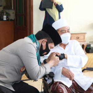 Silaturrahmi ke Ponpes Al- Falah Ploso Kediri, Kapolda Jatim Dapat Sorban KH Zainuddin Djazuli