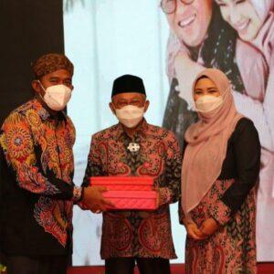 Dalam Pisah Kenang, Bupati Achmad Fauzi Sampaikan Terimakasih Kepada KH.Busyro Karim