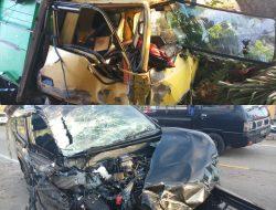 Dua Mobil Adu Banteng, Avanza vs Truk