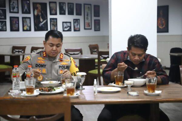 Mahasiswa HMI Asal Sulteng Nikmati Suasana Jatim Bersama Kapolres Mojokerto
