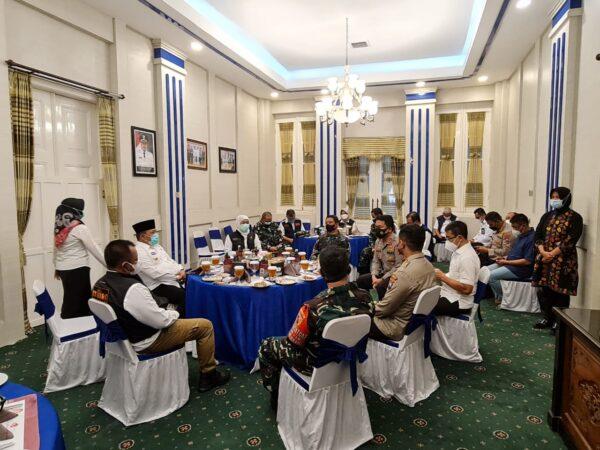 Antisipasi Penyebaran Covid-19 di Sampang, Forkopimda Jatim Gelar Rakoor Penanganan