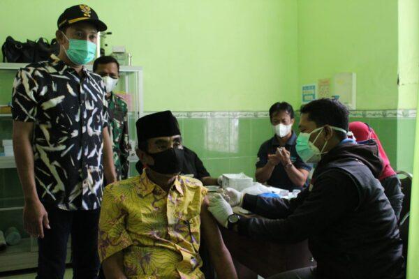 Tak Kenal Lelah dan Libur, Tim Gugus Tugas Covid-19 Sampang Gelar Vaksinasi lanjutan