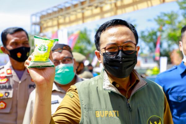 Ringankan Beban Warga, Bupati Baddrut Launching Pasar Murah Jelang Ramadhan 1442 H
