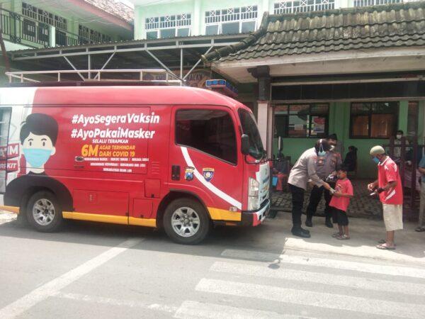 Mobil Gerai Vaksin di Bangkalan Dioperasikan, Kapolres: Ayo Segera Vaksin dan Jangan Lupa Pakai Masker