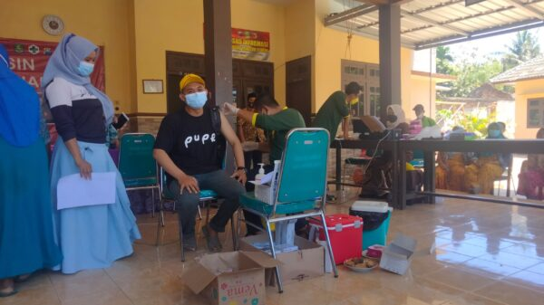 Jangan Percaya Hoax Vaksinasi, Begini Testimoni Pemuda Desa Baban Sumenep