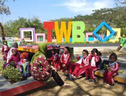 Edukasi Tentang Lingkungan dan Kebersihan, Guru Ajak Siswa Belajar di TWB