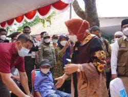Berkunjung ke Bangkalan, Mensos Pantau Vaksinasi dan Penyaluran Bantuan