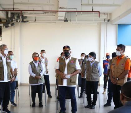 Dukung Fasilitas Isolasi, Kepala BNPB Kunjungi dan Bantu 500 Velbed Rusun Nagrak Cilincing
