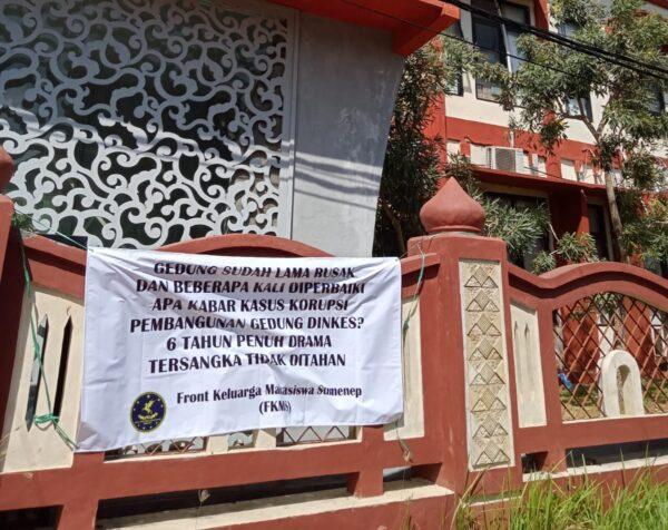 Aksi Bisu di Kantor Dinas Kesehatan Sumenep, Aktivis FKMS Pasang Peringatan Menohok