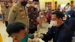 Genjot Kekebalan Komunal, Kapolres Sampang Tinjau Vaksinasi 1500 Pelajar SMA/SMK