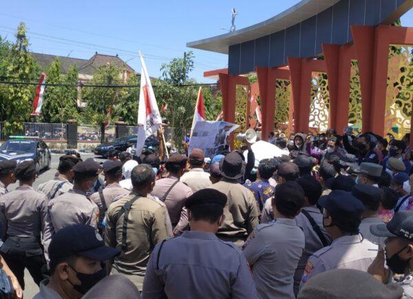 PLN di Kangayan Tak Menyala, Mahasiswa Demo Bupati Sumenep