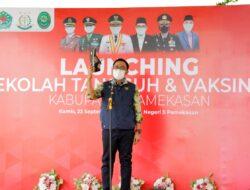 Launching Sekolah Tangguh, Bupati Pamekasan Pamer Sepatu Produk WUB