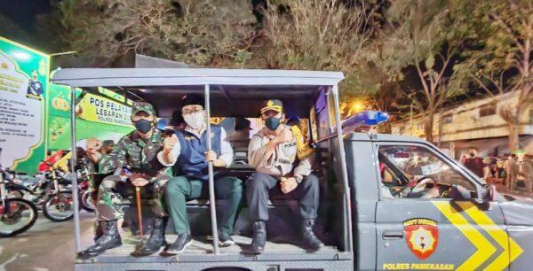 Naik Mobil Patroli Bak Terbuka, Bupati Pamekasan Ikut Pantau Arus Lalin di Malam Takbiran